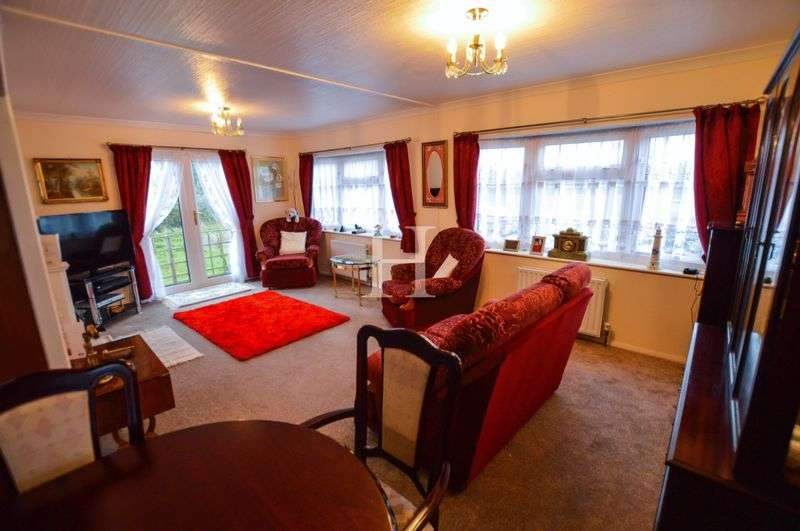 2 Bedrooms Detached House for sale in Halcyon Park, Pooles Lane, Hullbridge, Essex, SS5