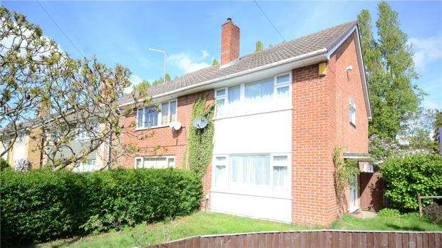 3 Bedrooms Semi Detached House for sale in Greencroft Gardens, Reading, Berkshire