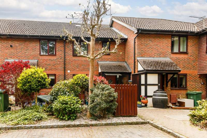 2 Bedrooms Terraced House for sale in Chobham