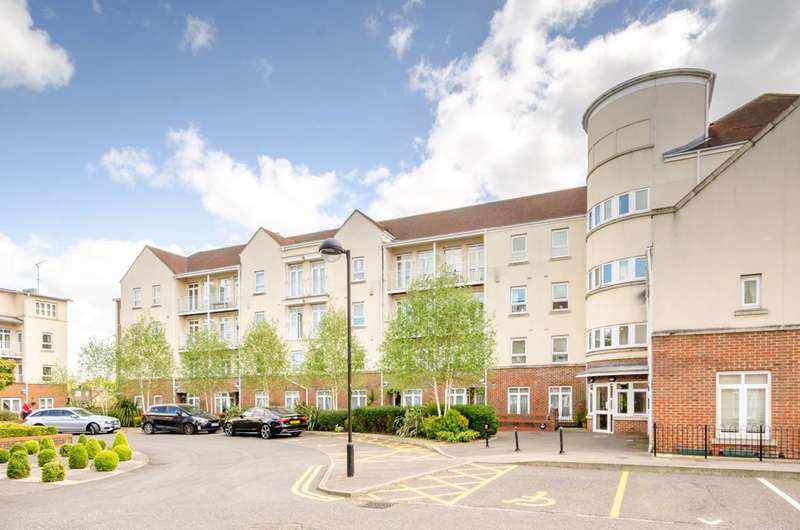 2 Bedrooms Flat for sale in Cambridge Close, East Barnet, EN4