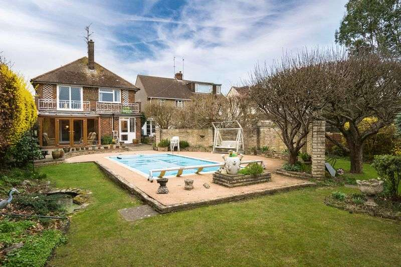 4 Bedrooms Detached House for sale in ****CENTRAL LONDON IN 23 MINUTES BY TRAIN****