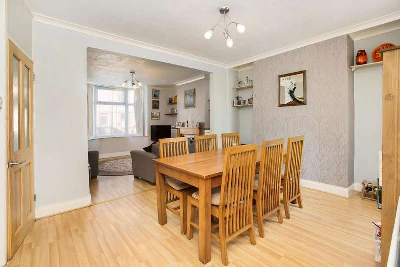 2 Bedrooms End Of Terrace House for sale in Exeter Road, Kingsteignton, TQ12 3HX