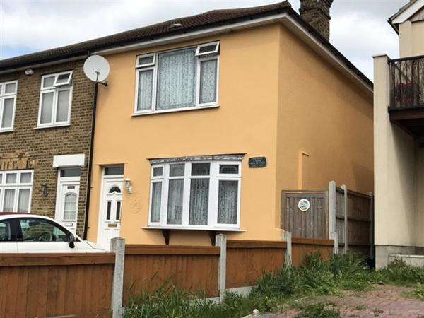 3 Bedrooms Semi Detached House for sale in Hornchurch Rd, Hornchurch