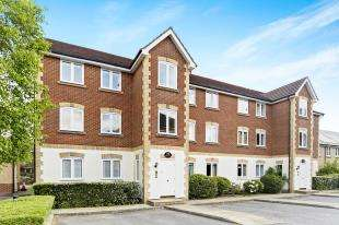 2 Bedrooms Flat for sale in Drew Place, Caterham, Surrey