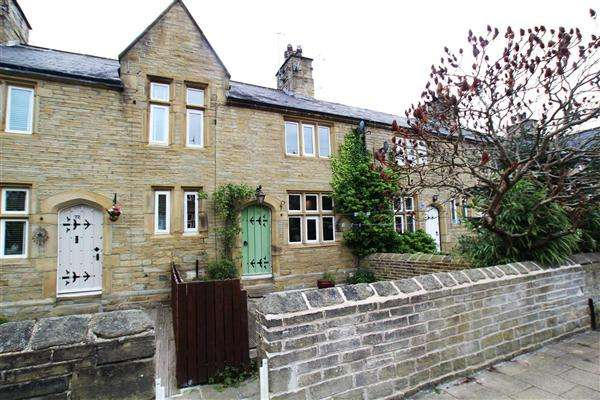 3 Bedrooms Terraced House for sale in Railway Terrace, Copley, Halifax