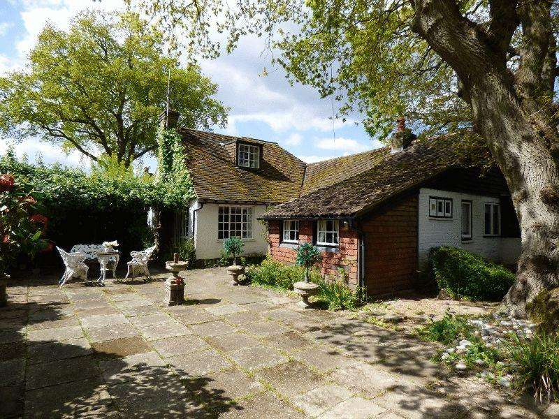 3 Bedrooms Cottage House for sale in Oldlands Avenue, Balcombe