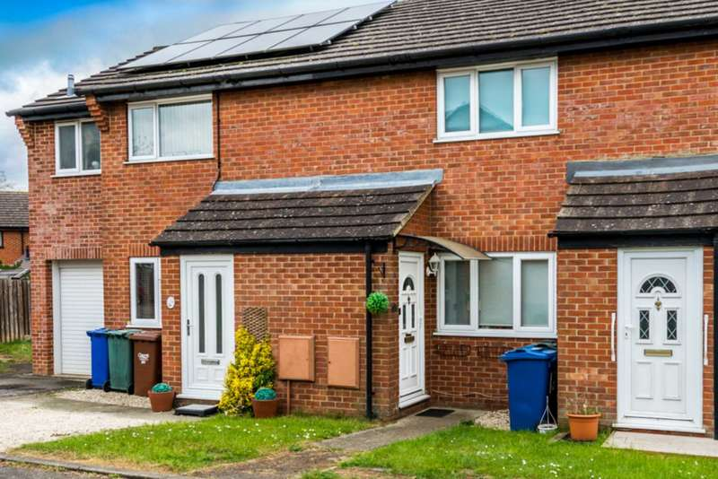 2 Bedrooms Terraced House for sale in Lerwick Croft, Bicester