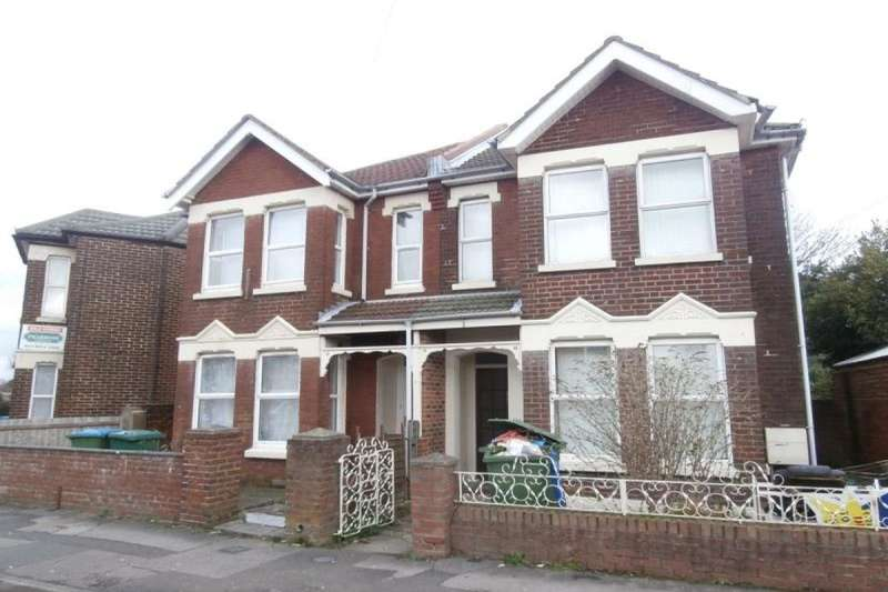 5 Bedrooms Semi Detached House for rent in Newcombe Road, Southampton, SO15