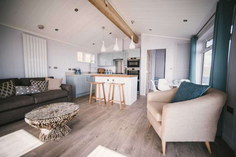 2 Bedrooms Lodge Character Property for sale in Coast View Holiday Park, Torquay Rd