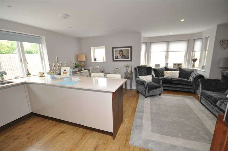 2 Bedrooms Apartment Flat for sale in Waterford House, Highland Avenue, Brentwood