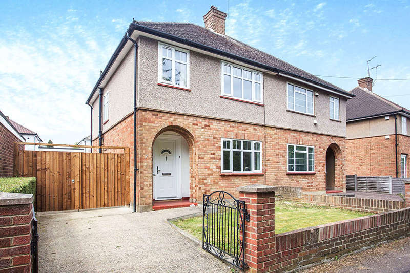 3 Bedrooms Semi Detached House for sale in Newlands Walk, Watford, WD25