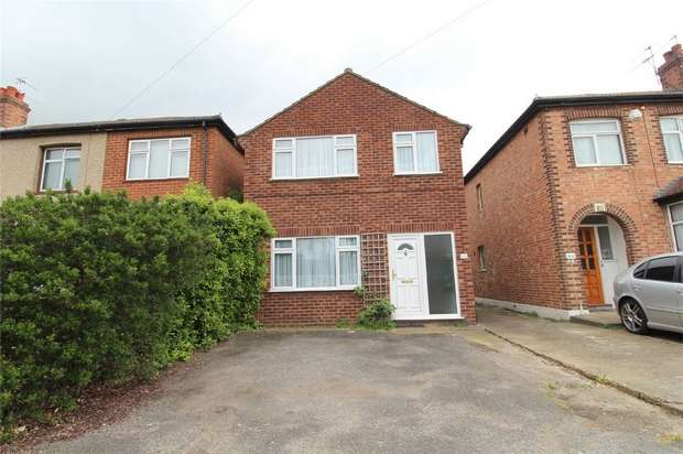 3 Bedrooms Detached House for sale in Avondale Road, Ashford, Surrey