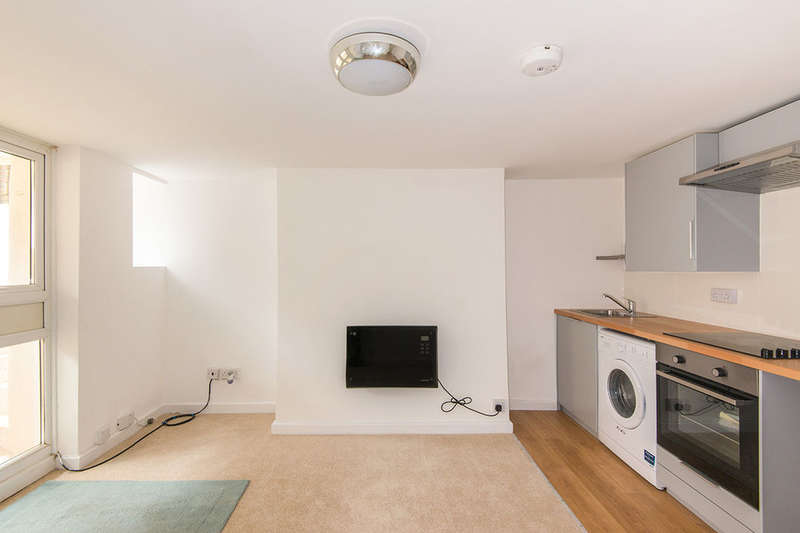 2 Bedrooms Flat for sale in The Polygon, Southampton, SO15
