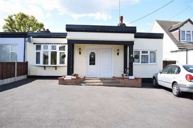 3 Bedrooms Semi Detached House for sale in Goodwood Avenue, Hutton, Brentwood, Essex