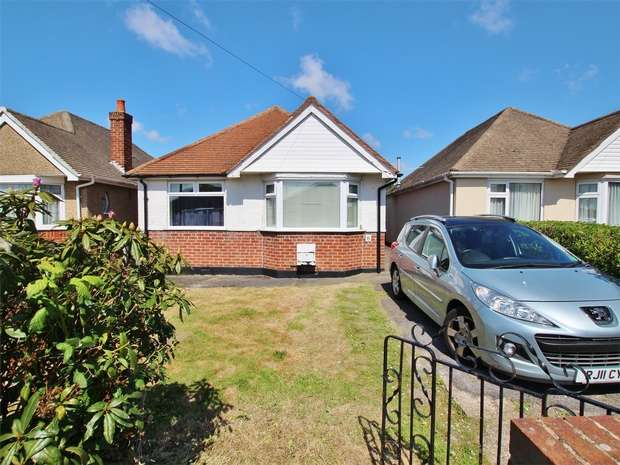 3 Bedrooms Detached Bungalow for sale in Brailswood Road, Oakdale, POOLE, Dorset