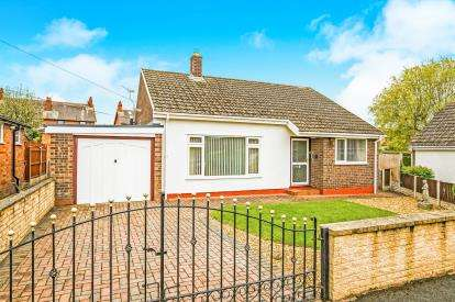 3 Bedrooms Bungalow for sale in Abbey Court, Denbigh, Denbighshire, LL16
