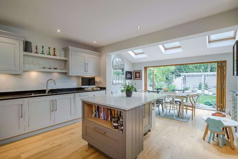 3 Bedrooms Terraced House for sale in Ailsa Avenue, St. Margaret's