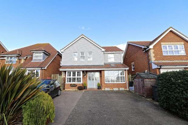 4 Bedrooms Detached House for sale in Cherwell Close, Pevensey, BN24