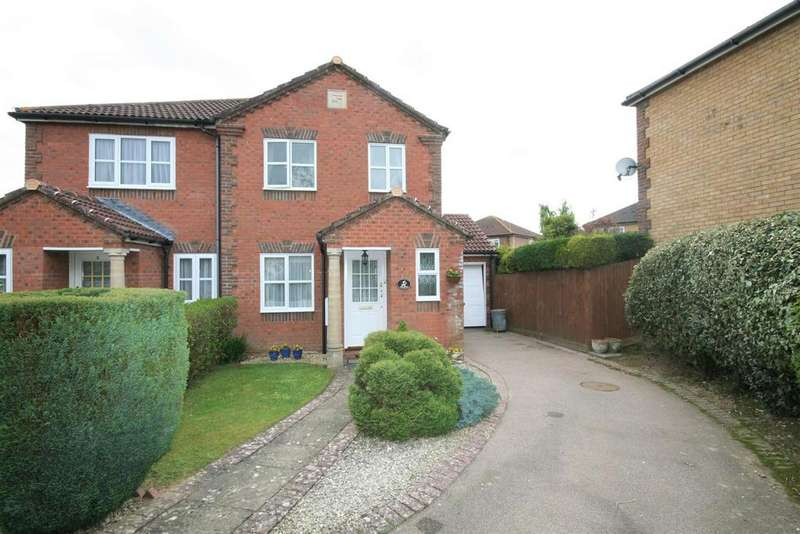 3 Bedrooms Semi Detached House for sale in Stag Close, Henfield