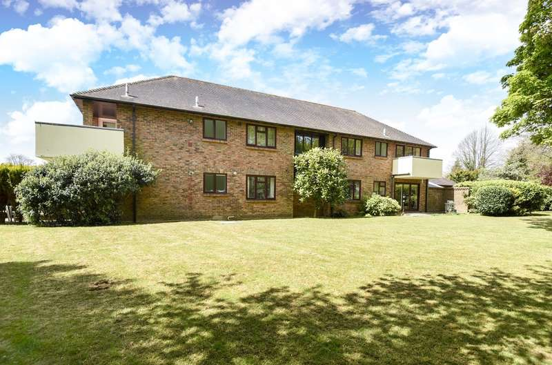 2 Bedrooms Flat for sale in Plainwood Close, Chichester, PO19