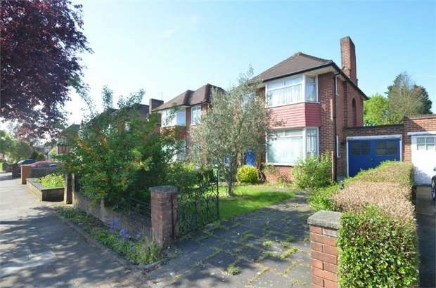 3 Bedrooms Detached House for sale in Stag Lane, Edgware, HA8, Middlesex