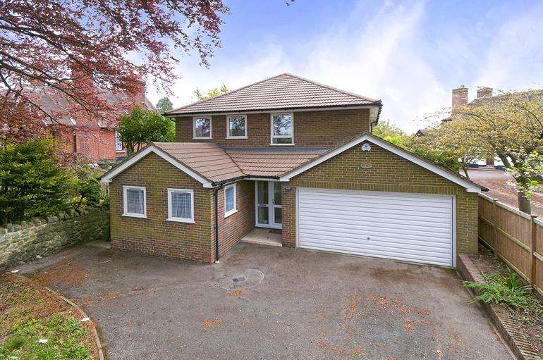4 Bedrooms Detached House for sale in Queens Avenue, Maidstone, Kent, ME16 0EN