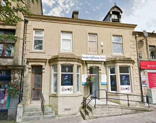 2 Bedrooms Maisonette Flat for sale in Albert Road, Colne, Lancashire, BB8 0AD