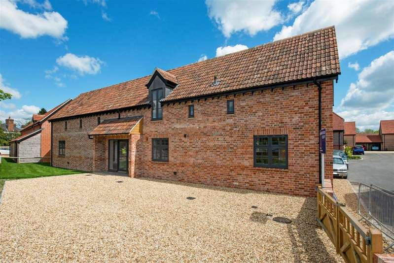 4 Bedrooms Detached House for sale in 2 Manor Farmyard, Urchfont, Devizes, wilts SN10