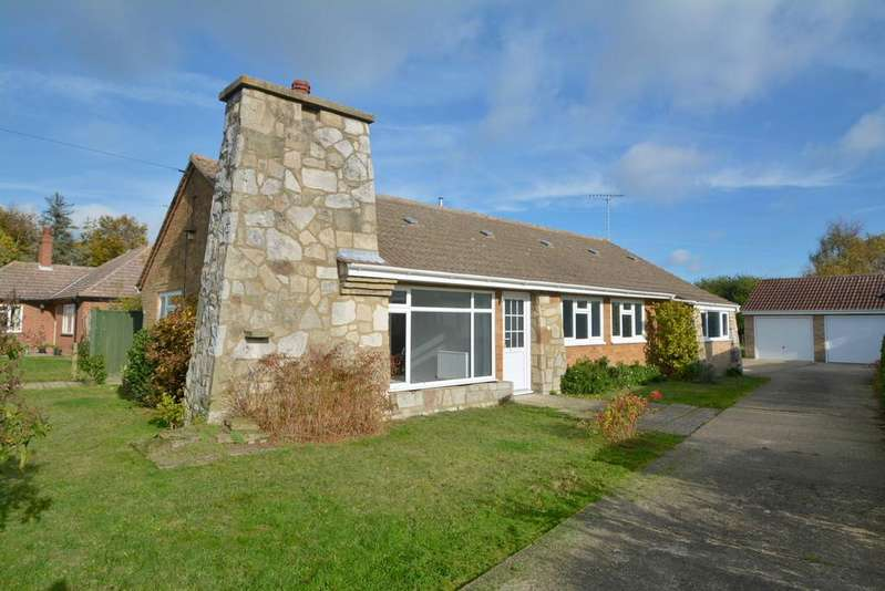 4 Bedrooms Detached Bungalow for sale in St Michaels Way, Wenhaston, Halesworth