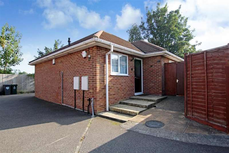 2 Bedrooms Detached Bungalow for sale in Maiden Lane, Crayford