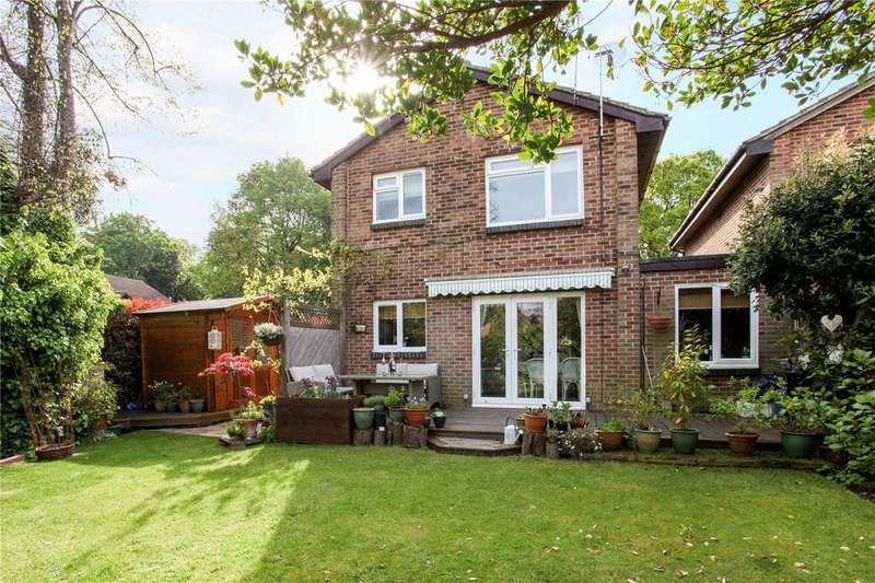 3 Bedrooms Link Detached House for sale in Ruscombe Gardens, Datchet, Slough, SL3