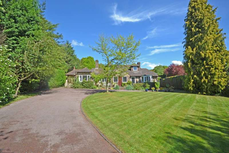 4 Bedrooms Detached House for sale in Tudor Close, Pulborough, West Sussex, RH20