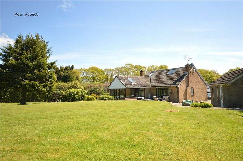 4 Bedrooms Detached Bungalow for sale in Argyll Close, Horsforth, Leeds, West Yorkshire