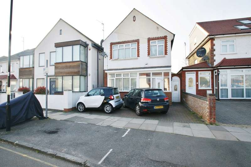 3 Bedrooms Detached House for sale in The Approach, Acton