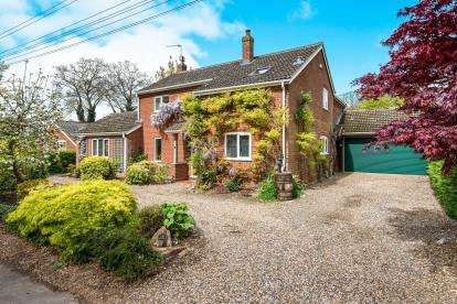 4 Bedrooms Detached House for sale in Postwick, Norwich, Norfolk
