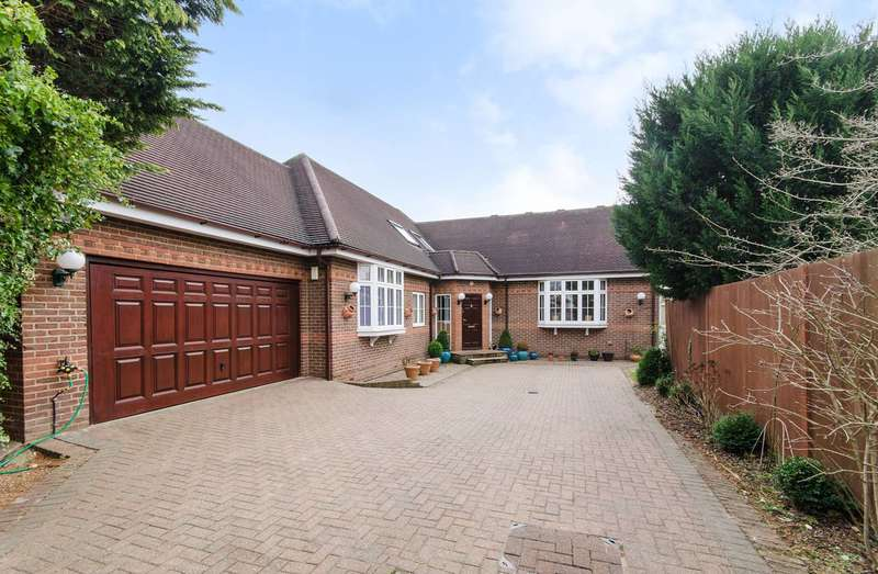 5 Bedrooms Detached House for sale in Old Hatch Manor, Ruislip, HA4
