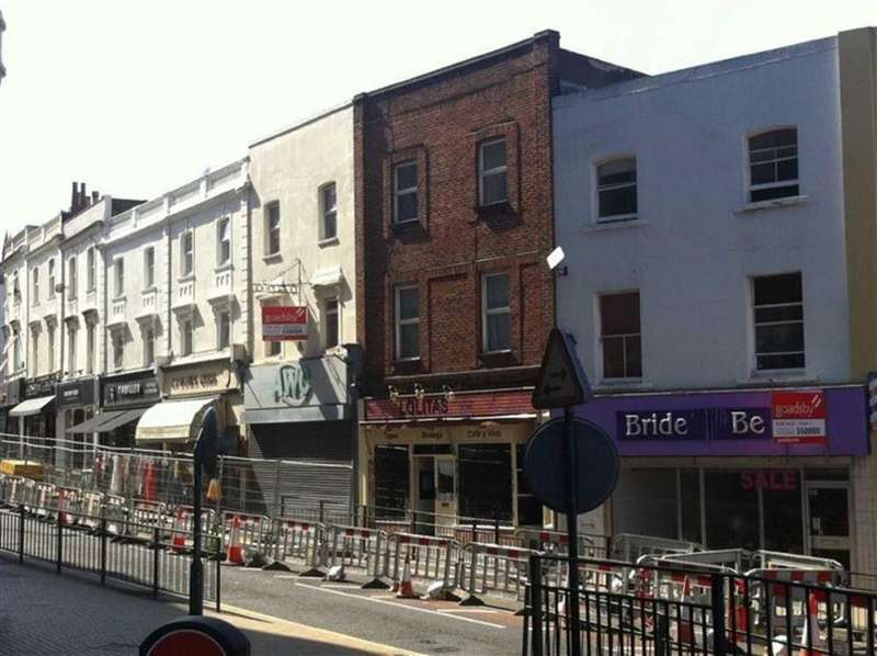 4 Bedrooms Flat for rent in Commercial Road, Bournemouth, Dorset, BH2