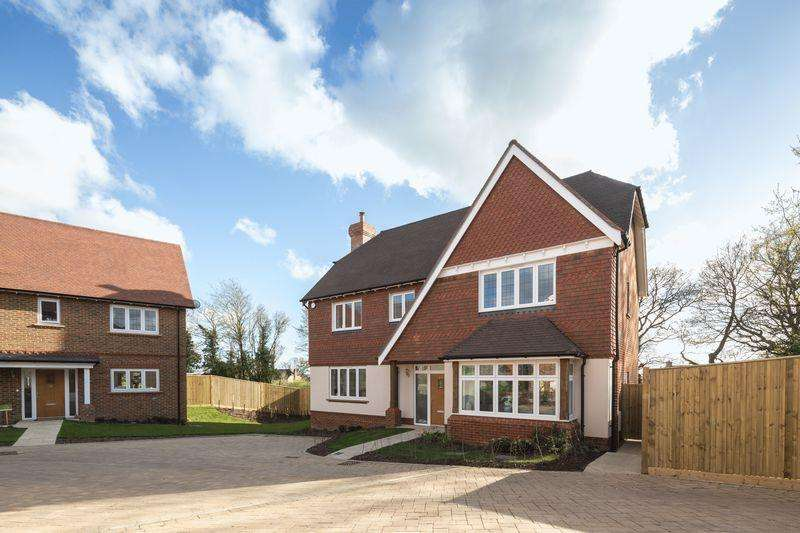 4 Bedrooms Detached House for sale in The Crimbourne, Plot 20 Clayshaw Place, Off Summerfold, Rudgwick