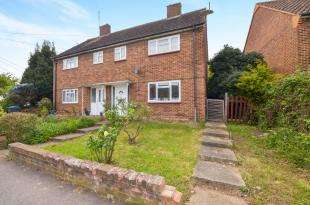 3 Bedrooms Semi Detached House for sale in Sanger Avenue, Chessington