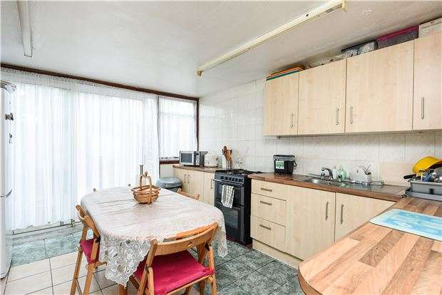 3 Bedrooms Property for sale in Brecon Close, MITCHAM, Surrey, CR4 1XA