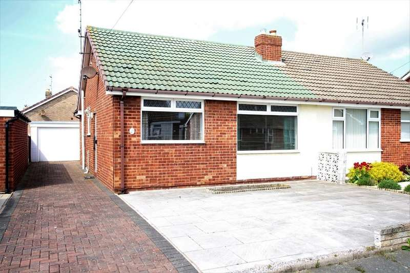 2 Bedrooms Semi Detached Bungalow for sale in FY5 3DL