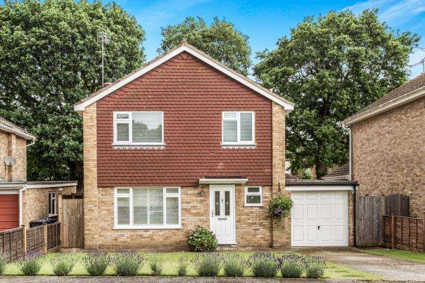 3 Bedrooms Detached House for sale in Cranleigh, Surrey