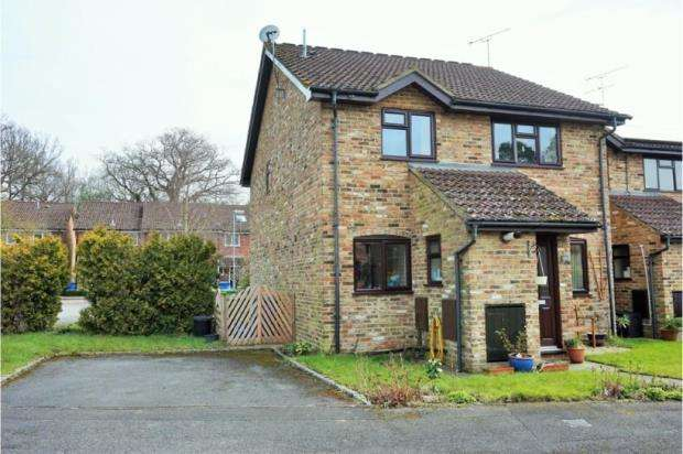 2 Bedrooms Semi Detached House for sale in Farnborough, Hampshire