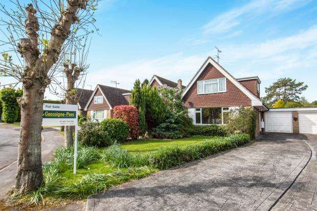 2 Bedrooms Bungalow for sale in Normandy, Guildford, Surrey