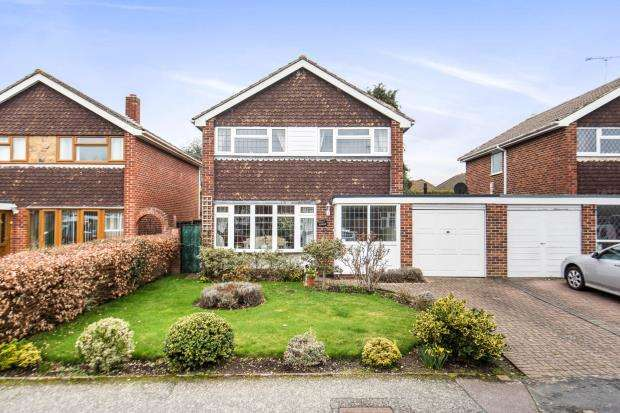 3 Bedrooms Detached House for sale in West End, Woking, Surrey