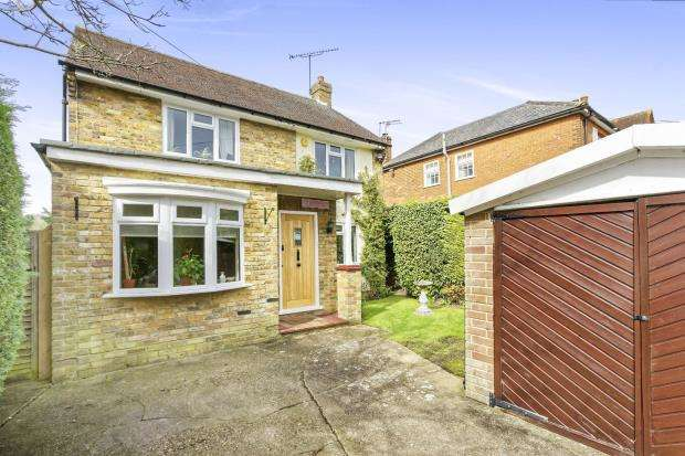 3 Bedrooms House for sale in Leatherhead, Surrey