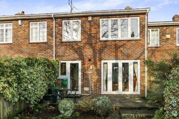3 Bedrooms Terraced House for sale in Midhurst, West Sussex, .
