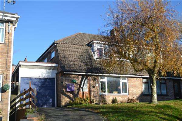 3 Bedrooms Semi Detached House for sale in Vanborough Walk, Dudley