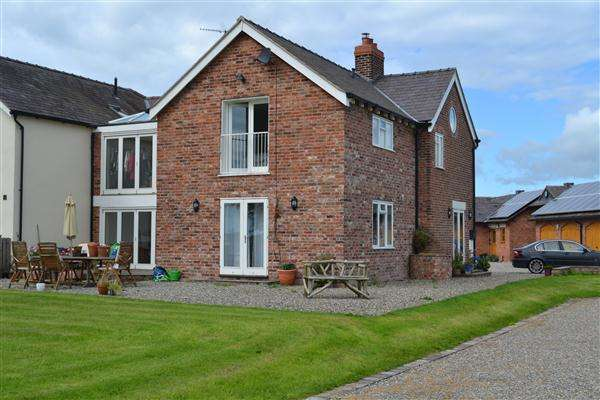 4 Bedrooms Semi Detached House for sale in Abbey Field Ellesmere Road, Bronington, Whitchurch