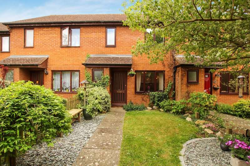 2 Bedrooms Terraced House for sale in Brookside Close, Tiddington